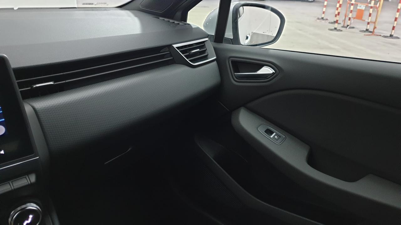 Photo véhicule 1 RENAULT Clio v 1.0 TCE 90CV BVM6 INTENS