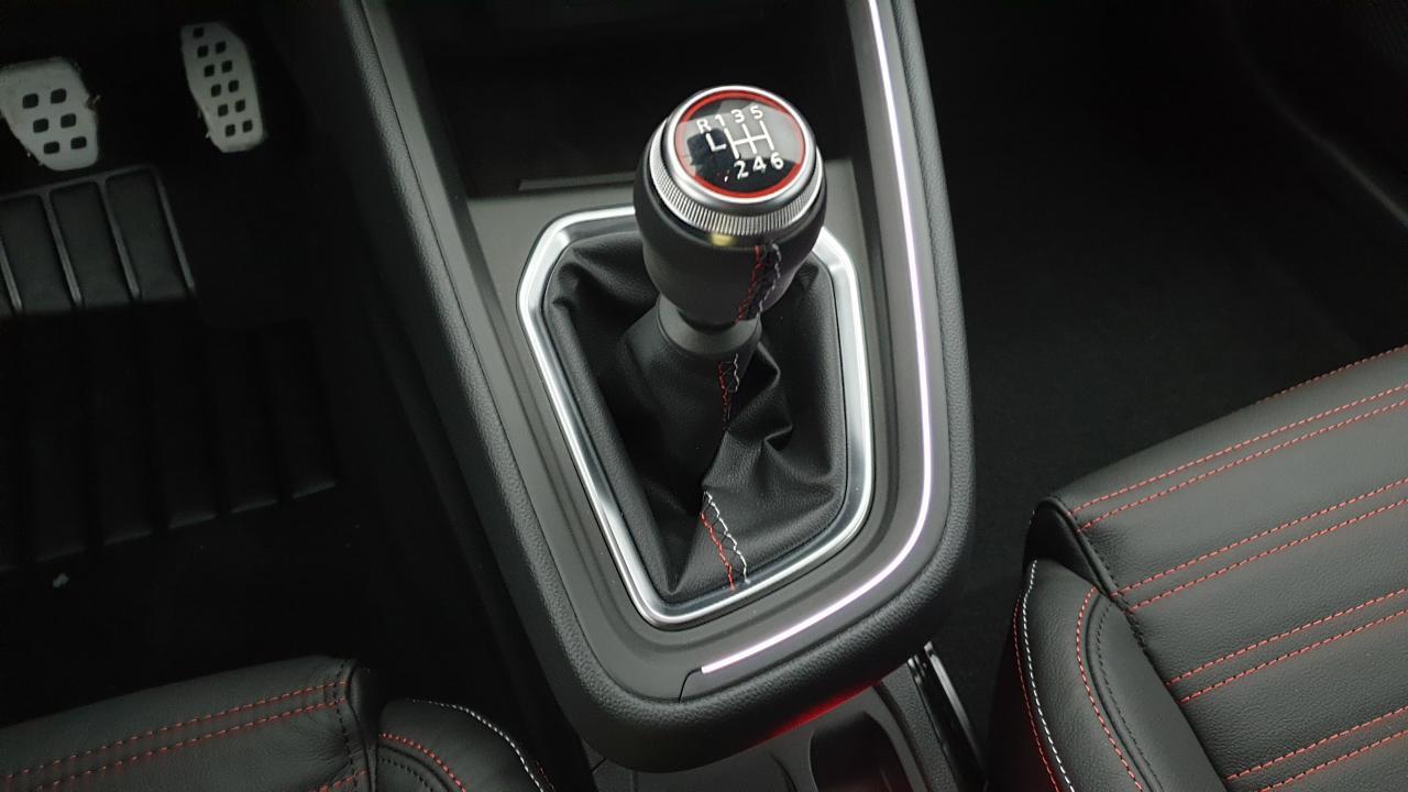 Photo véhicule 1 RENAULT Clio v 1.0 TCE 90CV BVM6 RS LINE + PACK CITY 360° + SELLERIE CUIR RS LINE + E